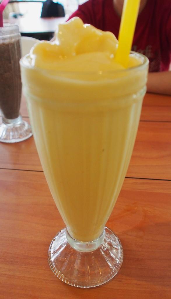 Mango with yoghurt.