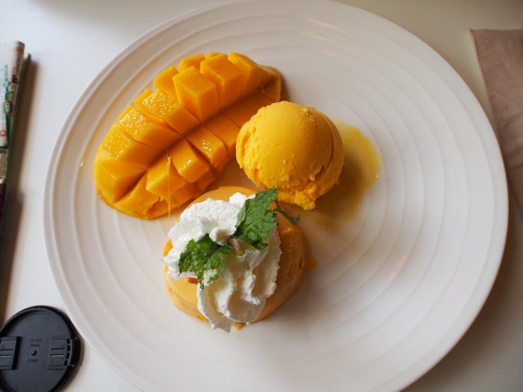 Mango Sorbet with the mango fruit.