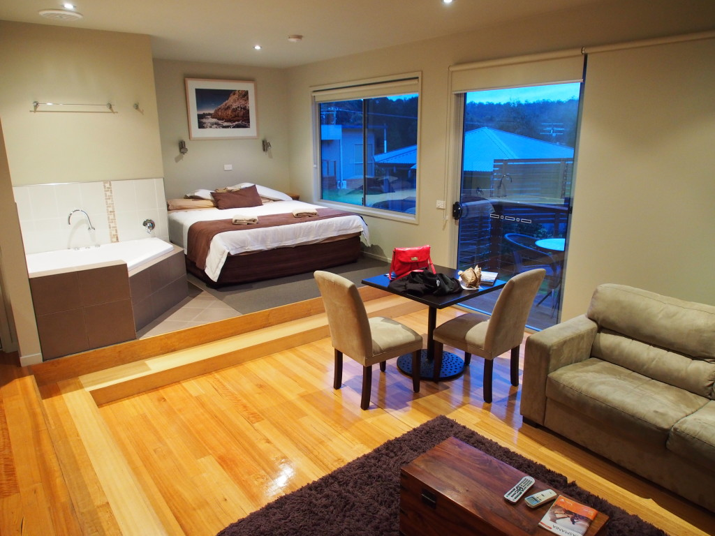 Mussel boys room. Check out that jacuzzi.
