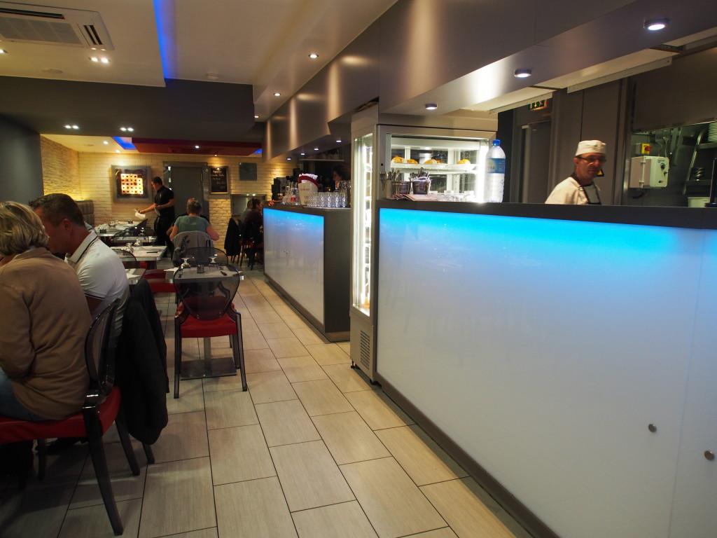 Inside of Al 1 restaurant.