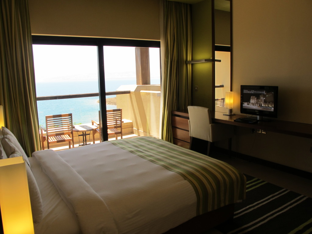 And the bedroom with an amazing dead sea view.