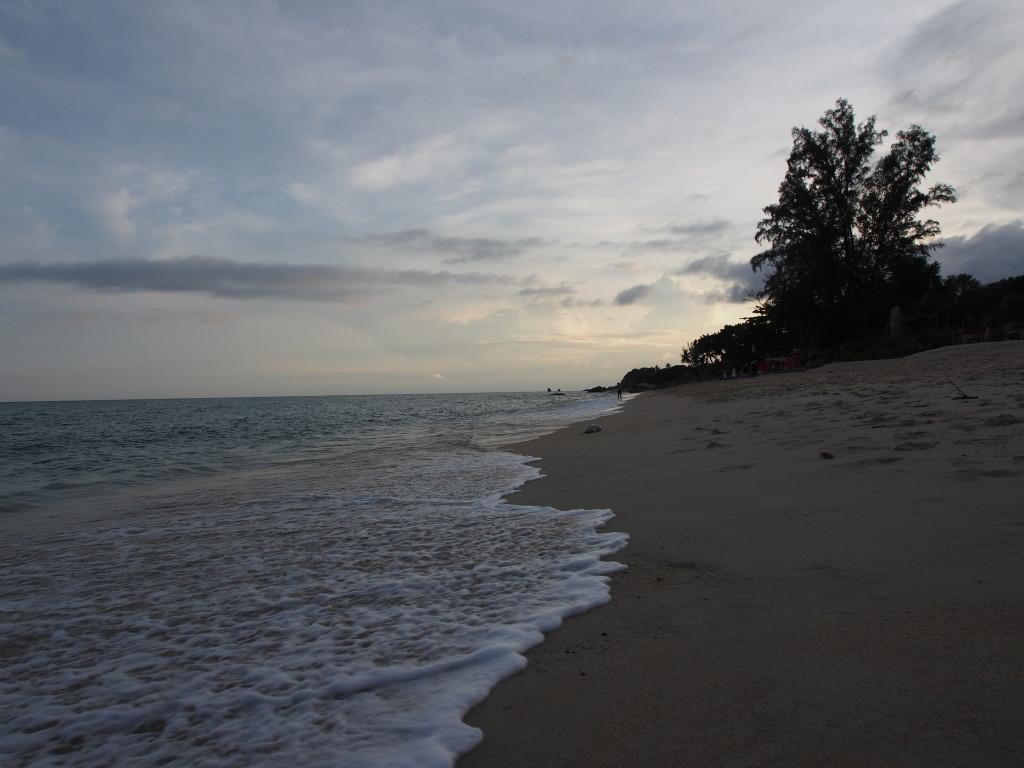Lamai beach close to sun set.