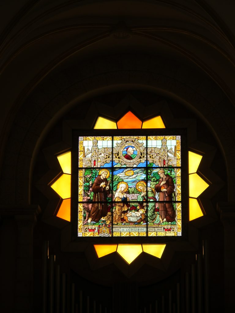 Stained glass depicting the birth of Jesus.